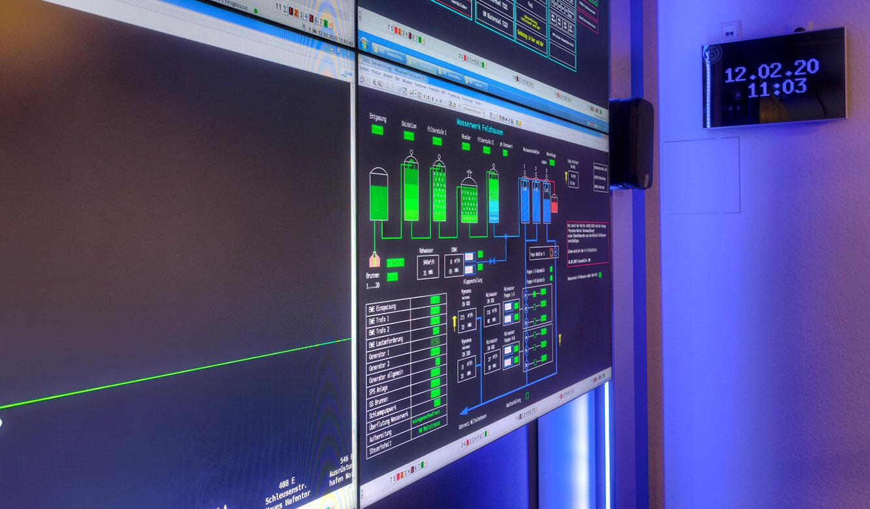 JST-Referenz GEW Energieversorger: Netzleitstelle. Videowall mit Großbilddisplays in der Leitwarte