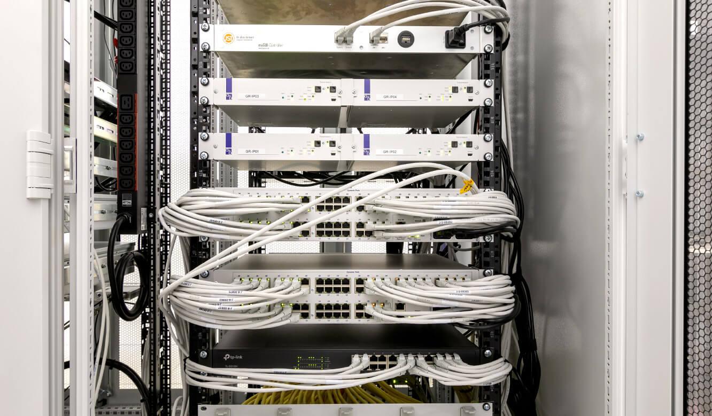 JST Referenz EVB Betriebszentrale: technische Komponenten für Bedienkonzept und Ansteuerung der Videowall