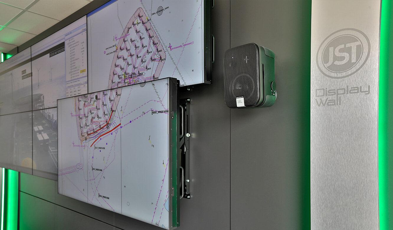 JST-Referenz Iberdrola Sassnitz: Leitstelle Windenergie - Montagesystem für Großbildmonitore