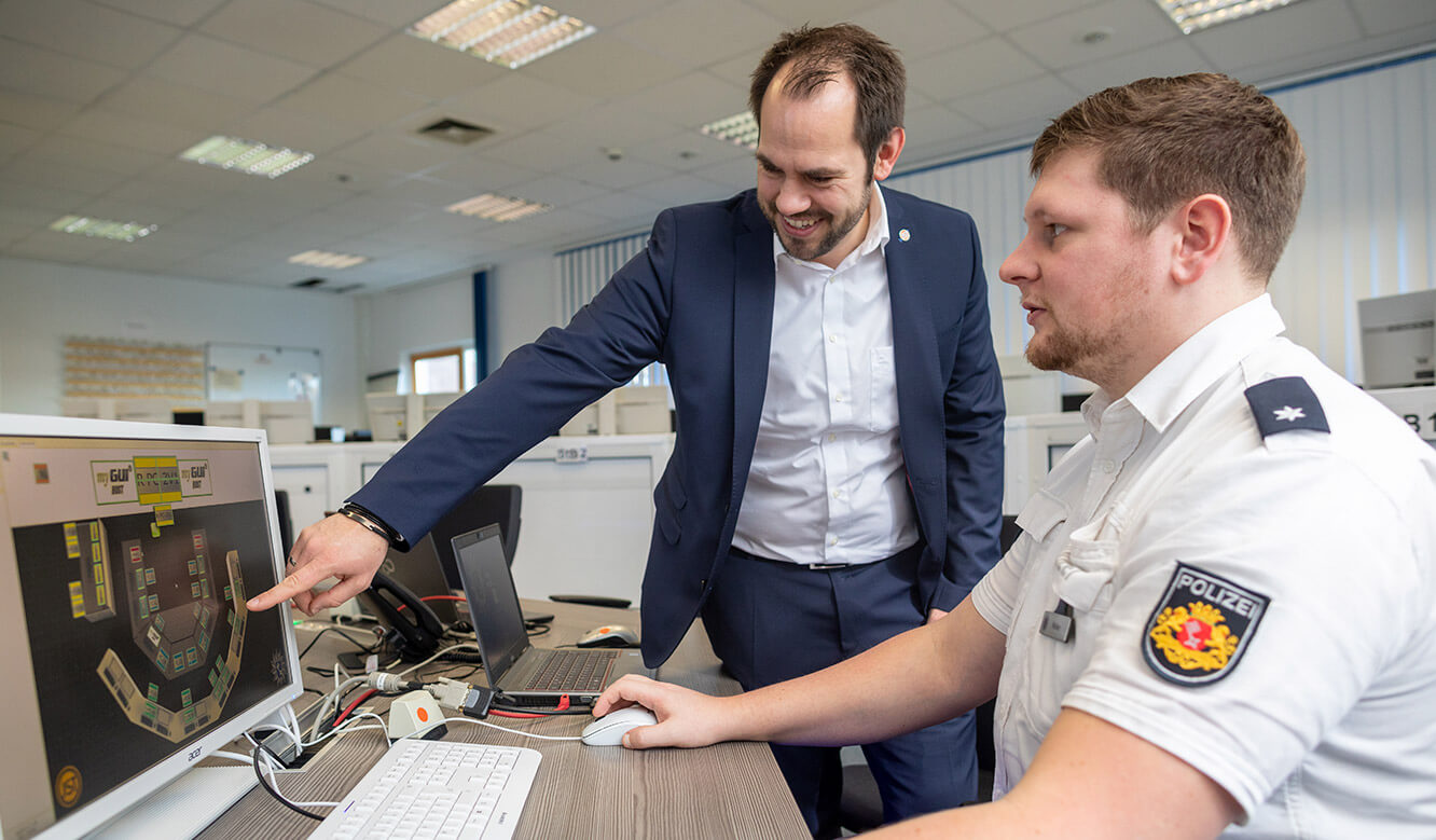 JST reference Bremen Police video control centre: on-site consultation with control room specialist Dirk Lüders