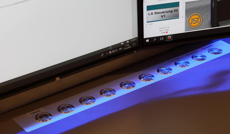 JST-Referenz GEW Energieversorger: Netzleitstelle. System für blitzschnelle Aufschaltung gewünschter Aktionen mit Buttons in der Oberfläche Operator-Tisch