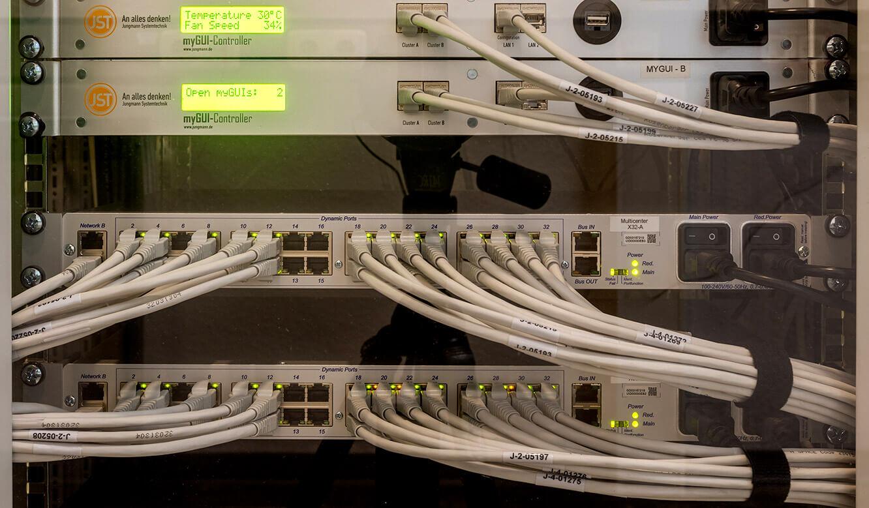 JST-Referenz GEW Energieversorger: Netzleitstelle. Technik-Komponenten für die Kontrollraum-Steuerung