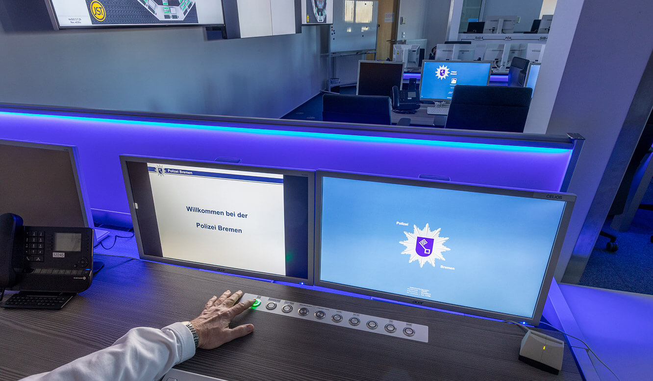 JST reference Police Bremen Video control centre: secure alarm control in the control centre