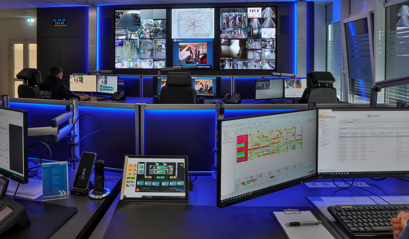JST reference protec service GmbH - modern IT solution mission control center - ergonomic furniture and modern large screen technology