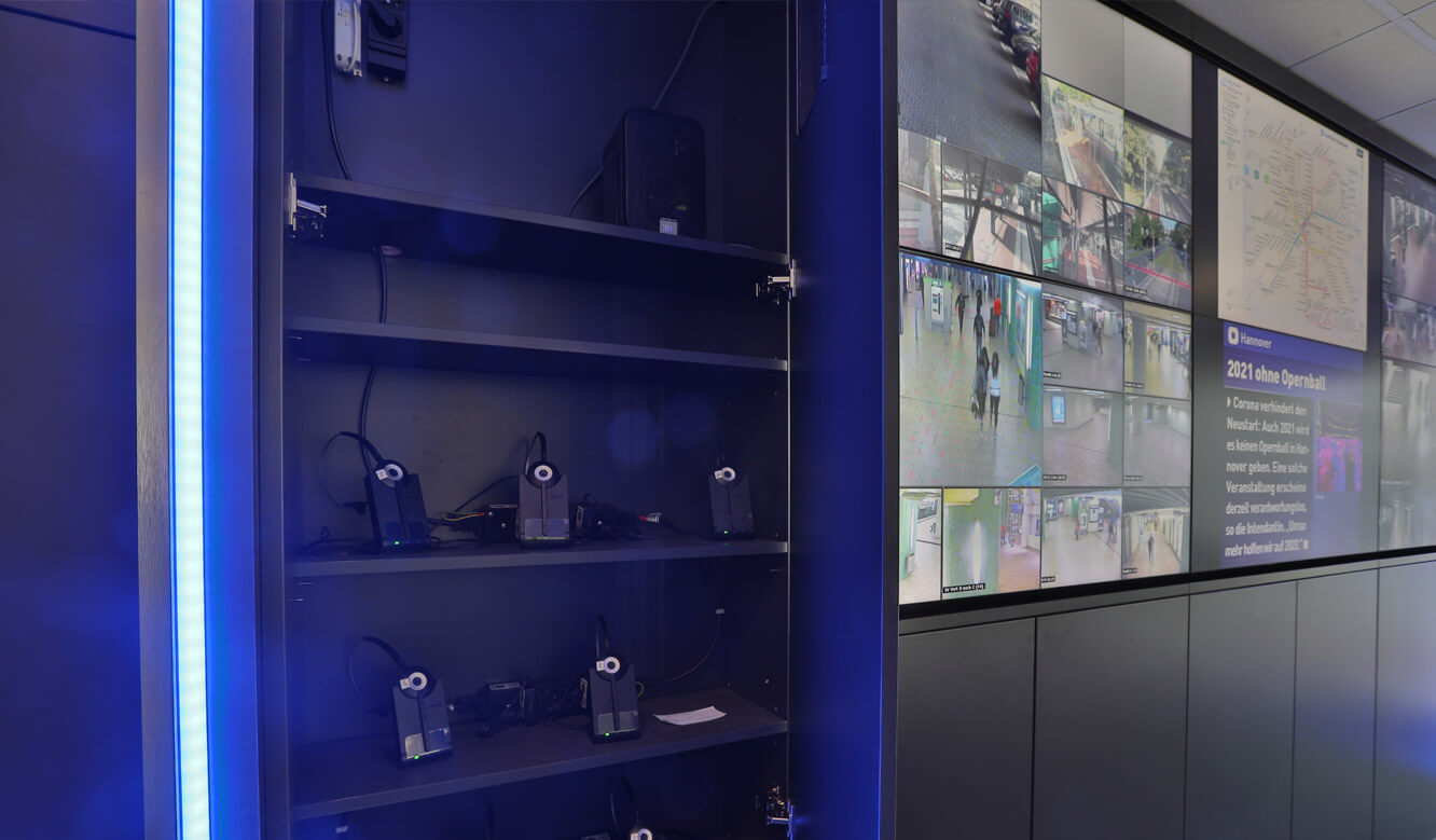 JST Referenz protec service GmbH - modern IT solution mission control center - invisible storage space integrated in the display suite of the large screen wall