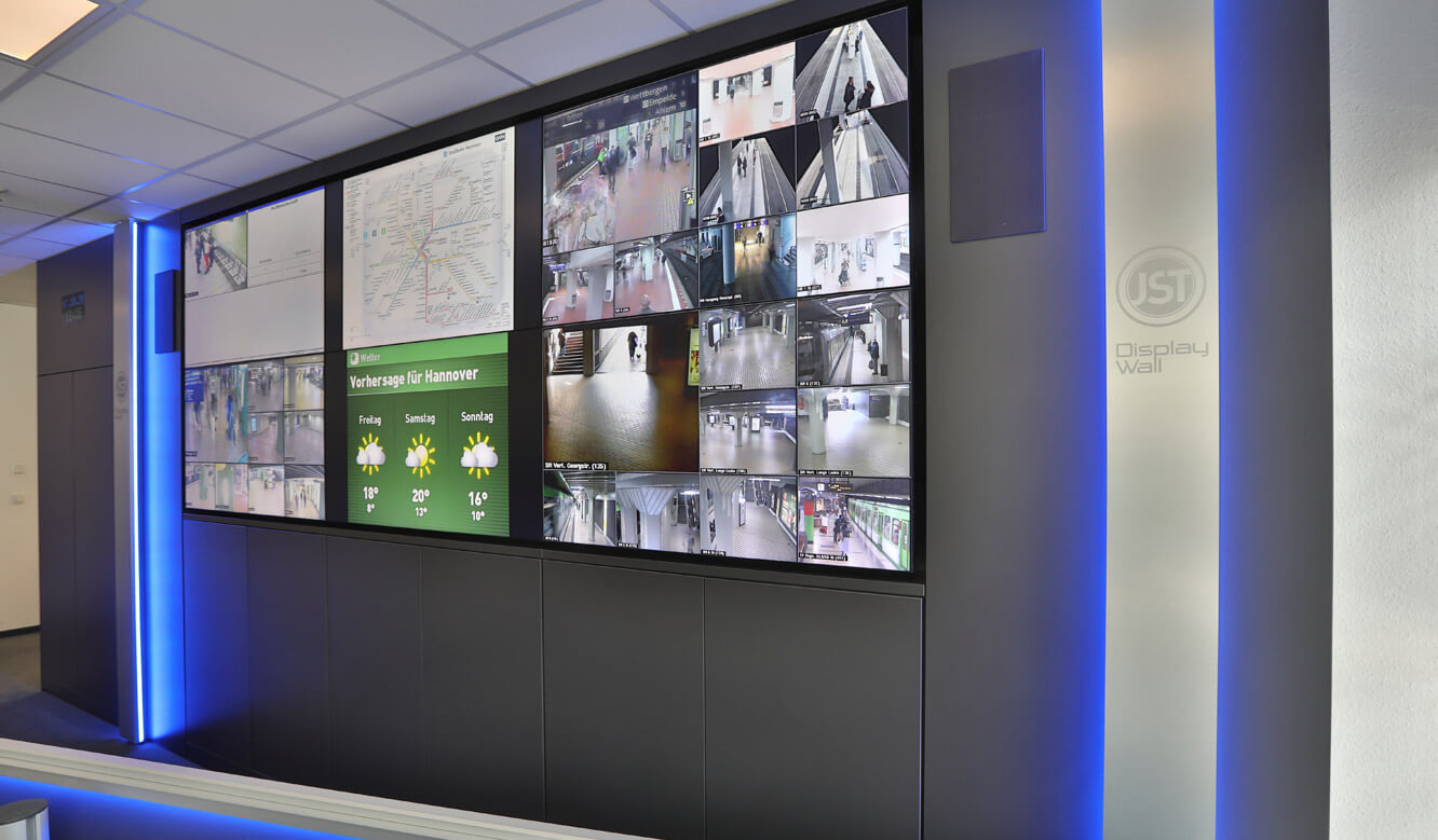 JST reference protec service GmbH - modern IT solution mission control center - Displaywall combines modern technology and sophisticated optics