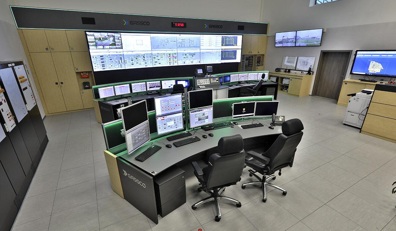 JST Referenz Energieversorger Gassco Emden Erdgas-Messwarte - Kontrollraum mit vier Arbeitsplätzen