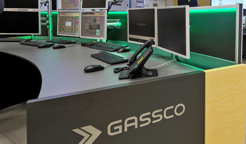 JST Referenz Energieversorger Gassco Emden Erdgas-Messwarte - Corporate-Identity-Lösung für Kontrollraum-Möbel
