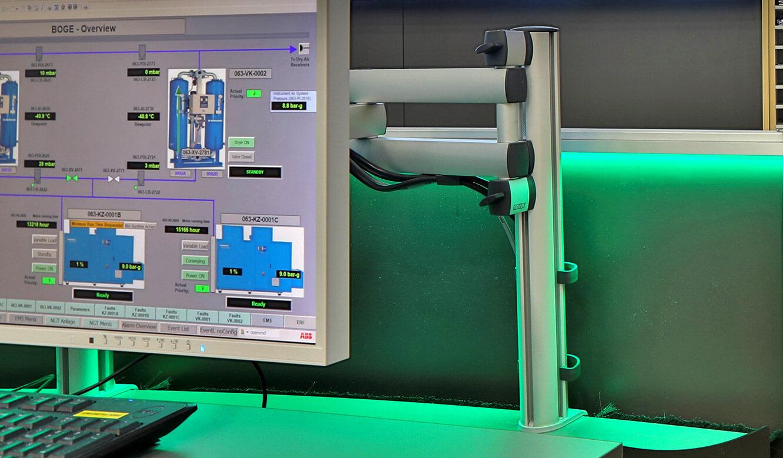 JST Referenz Energieversorger Gassco Emden Erdgas-Messwarte - 3D-Halterung für Monitore am Arbeitsplatz