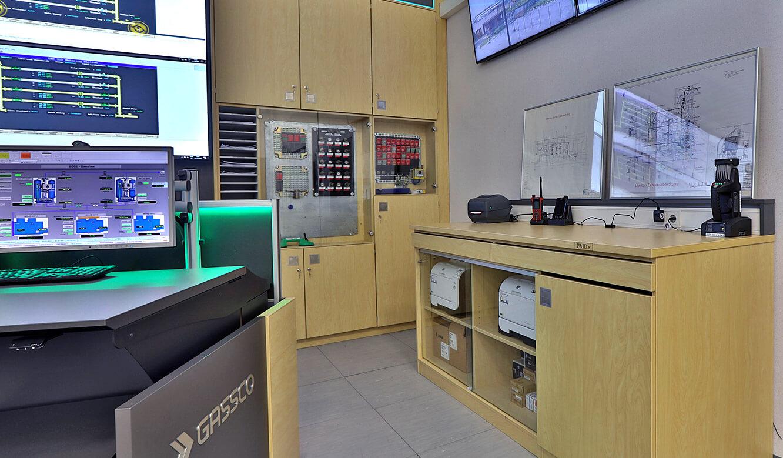 JST Referenz Energieversorger Gassco Emden Erdgas-Messwarte - Mobiliar für Leitwarte Maßanfertigung