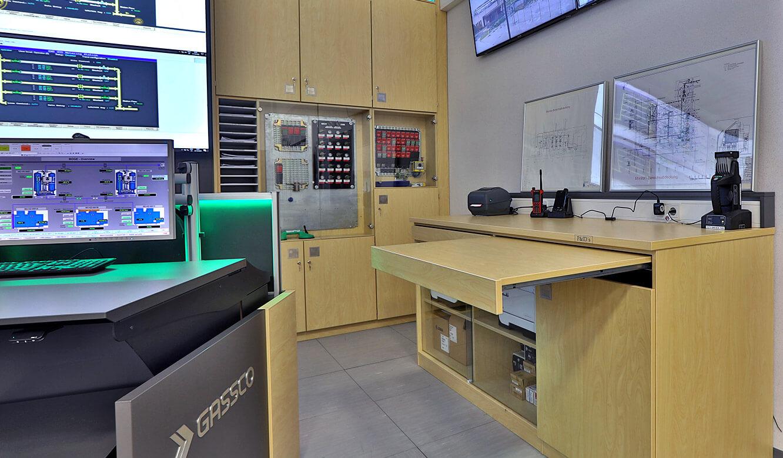 JST Referenz Energieversorger Gassco Emden Erdgas-Messwarte - Schranlösungen nach Maß für Kontrollräume