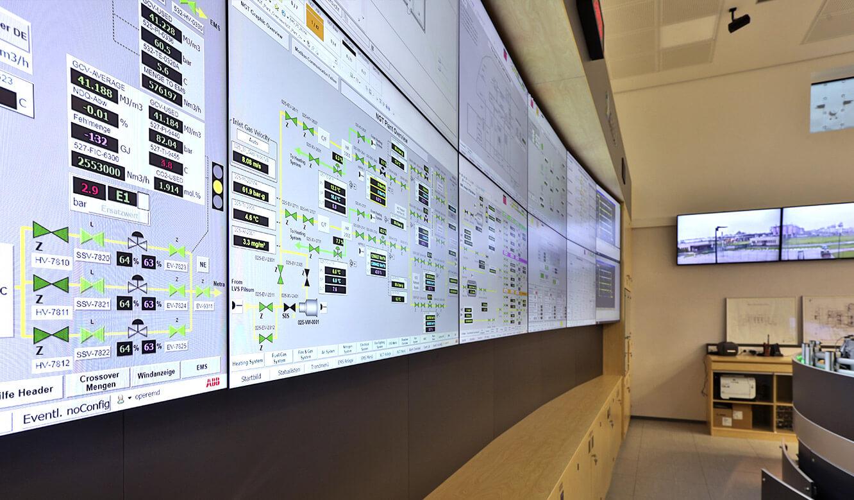JST Referenz Energieversorger Gassco Emden Erdgas-Messwarte - Wandpaneele zur Befestigung großer Displays