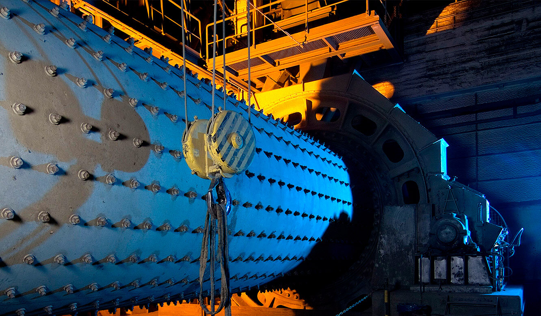 JST-Referenz HeidelbergCement Leitstand: Zement-Mühle wird vom Leitstand gesteuert