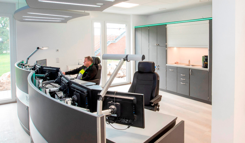 JST-Referenz HeidelbergCement Leitstand: Arbeitsplätze der Leitstandfahrer