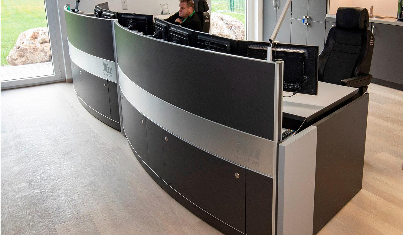 JST-Referenz HeidelbergCement Leitstand: ergonomische Leitwarten-Tische