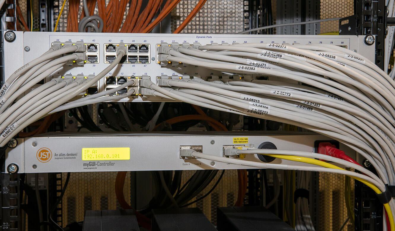 JST-Referenz HeidelbergCement Leitstand: KVM-Technik aus der Leitwarte ausgelagert